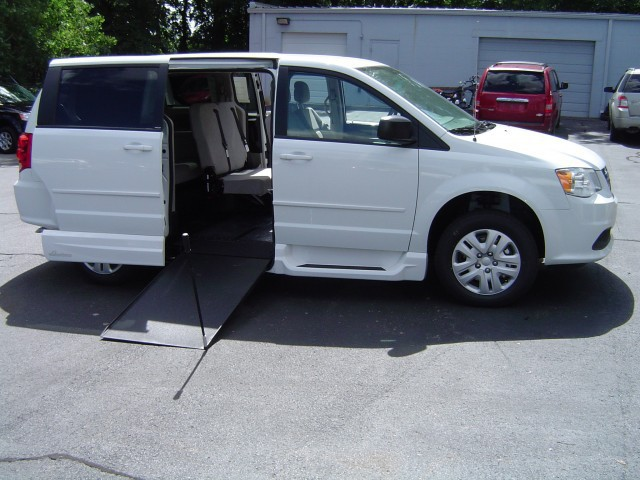 2014 dodge grand caravan wheelchair van for sale vmi northstar e rental unit omaha ne. Black Bedroom Furniture Sets. Home Design Ideas