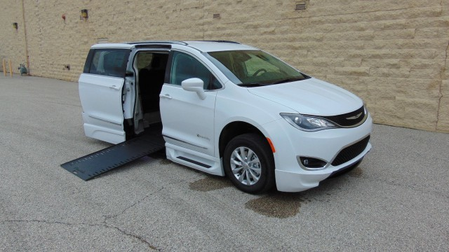 New Wheelchair Van For Sale 2018 Chrysler Pacifica Accessible With A