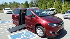 Used Wheelchair Van For Sale: 2018 Chrysler Pacifica Touring Wheelchair Accessible Van For Sale with a BraunAbility Chrysler Pacifica Infloor on it. VIN: 2C4RC1BG2JR290991