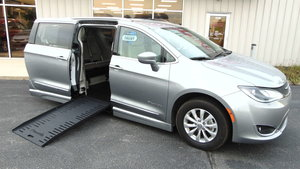 Used Wheelchair Van For Sale: 2019 Chrysler Pacifica Touring Wheelchair Accessible Van For Sale with a BraunAbility Chrysler Pacifica Foldout on it. VIN: 2C4RC1BG3KR593134