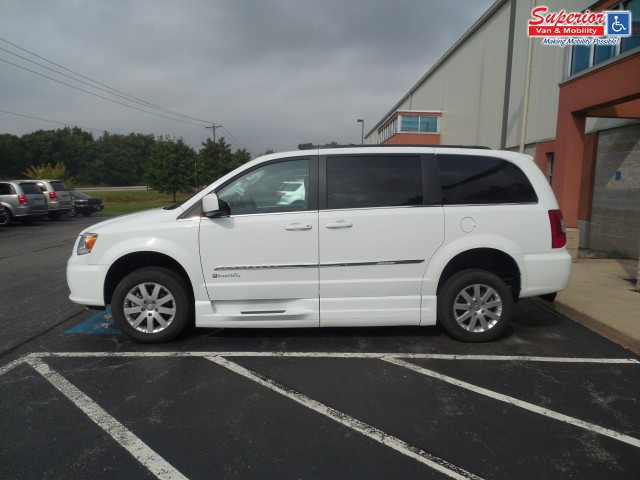 2015 chrysler town and country wheelchair van for sale braunability chrysler entervan xt. Black Bedroom Furniture Sets. Home Design Ideas