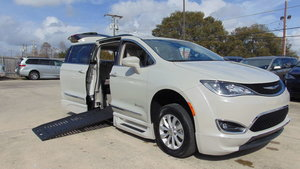 Used Wheelchair Van For Sale: 2017 Chrysler Pacifica L Wheelchair Accessible Van For Sale with a  on it. VIN: 2C4RC1BGXHR768620