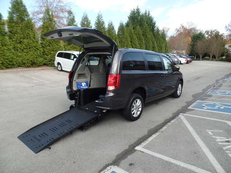 Used Wheelchair Van For Sale: 2019 Dodge Grand Caravan SXT Wheelchair Accessible Van For Sale with a  on it. VIN: 2C4RDGCG8KR595136