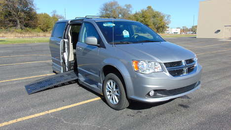 Used Wheelchair Van For Sale: 2020 Dodge Grand Caravan SXT Wheelchair Accessible Van For Sale with a  on it. VIN: 2C4RDGCG8LR169626