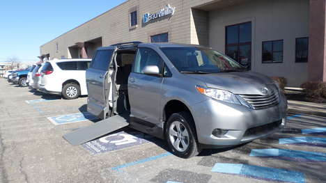 Used Wheelchair Van For Sale: 2017 Toyota Sienna LE Wheelchair Accessible Van For Sale with a  on it. VIN: 5TDKZ3DCXHS825251