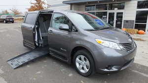 Used Wheelchair Van For Sale: 2017 Toyota Sienna LE Wheelchair Accessible Van For Sale with a BraunAbility Toyota Rampvan XT on it. VIN: 5TDKZ3DCXHS884106