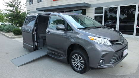 Used Wheelchair Van For Sale: 2020 Toyota Sienna LE Wheelchair Accessible Van For Sale with a  on it. VIN: 5TDYZ3DC3LS027743