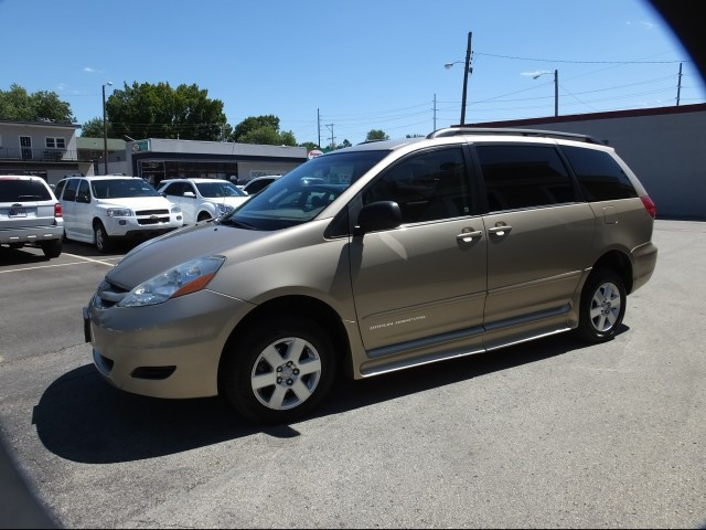 2006 toyota sienna wheelchair van for sale braunability. Black Bedroom Furniture Sets. Home Design Ideas