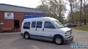 Used Wheelchair Van For Sale: 2000 GMC Savana LE Wheelchair Accessible Van For Sale with a  on it. VIN: 1GDFG15R9Y1113532