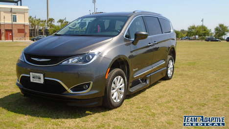 Used Wheelchair Van For Sale: 2019 Chrysler Pacifica Touring Wheelchair Accessible Van For Sale with a BraunAbility Chrysler Pacifica Infloor on it. VIN: 2C4RC1BG0KR731986
