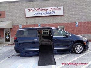 BraunAbility Chrysler Entervan Xi Infloor Wheelchair Van Conversion