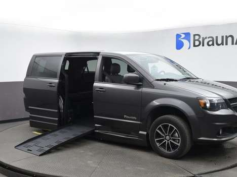 Used Wheelchair Van For Sale: 2019 Dodge Grand Caravan GT Wheelchair Accessible Van For Sale with a BraunAbility Dodge Entervan XT on it. VIN: 2C4RDGEG7KR579121