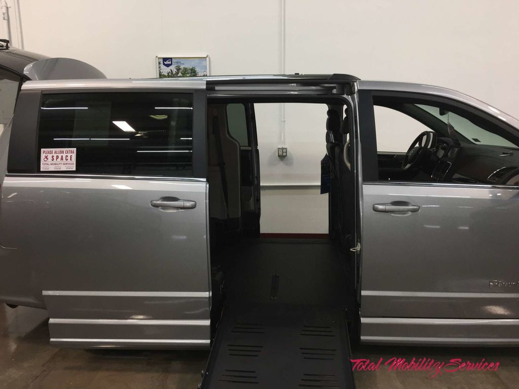 Wheelchair van for sale: 2019 Dodge Grand Caravan BraunAbility Dodge Entervan II - KR756063