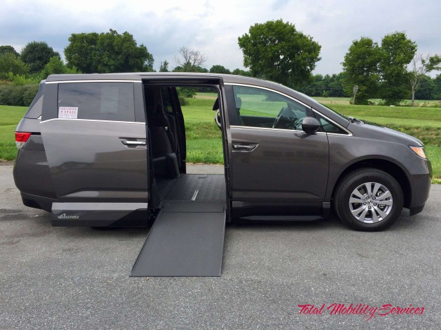 Wheelchair van for sale: 2017 Honda Odyssey VMI Honda Northstar - HB000205