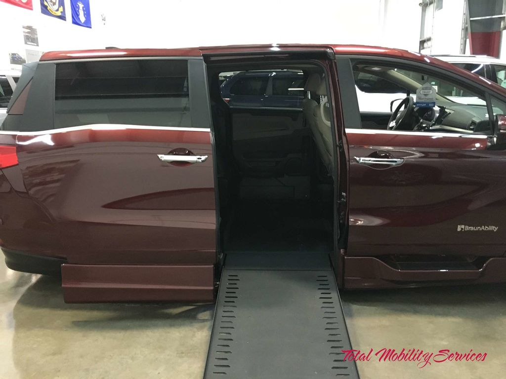 Wheelchair van for sale: 2019 Honda Odyssey BraunAbility Honda Power Infloor - KB111341