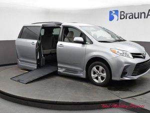 Used Wheelchair Van For Sale: 2018 Toyota Sienna SE Wheelchair Accessible Van For Sale with a BraunAbility Toyota BraunAbility Li on it. VIN: 5TDKZ3DC2JS904886