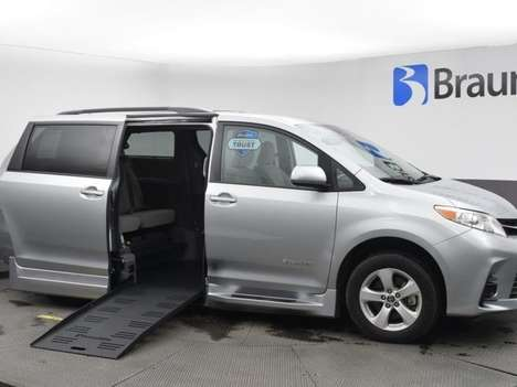 Used Wheelchair Van For Sale: 2020 Toyota Sienna SE Wheelchair Accessible Van For Sale with a BraunAbility Toyota Rampvan XL on it. VIN: 5TDKZ3DCXLS049521