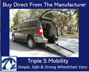 Used Wheelchair Van For Sale: 2016 Chrysler Town & Country EL Wheelchair Accessible Van For Sale with a Handicap Accessible Van on it. VIN: 2C4RC1BG9GR300327