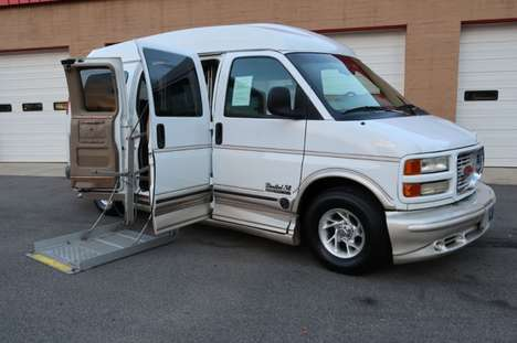 Used Wheelchair Van For Sale: 2000 Gmc Savana S Wheelchair Accessible Van For Sale with a  on it. VIN: 1GDFG15R3Y1114496