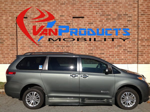Used Wheelchair Van For Sale: 2013 Toyota Sienna XLE Wheelchair Accessible Van For Sale with a  on it. VIN: 5TDYK3DC1DS389124