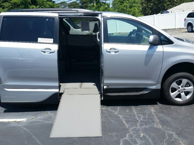 Used handicap vans search wheelchair vehicles for sale usa for Wheelchair accessible homes for sale in florida