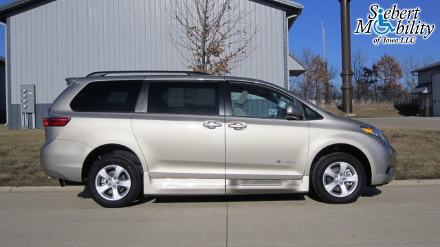 2016 toyota sienna wheelchair van for sale braunability toyota rampvan xt iowa city ia. Black Bedroom Furniture Sets. Home Design Ideas