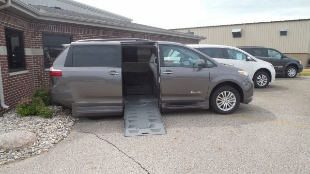 2016 toyota sienna wheelchair van for sale braunability toyota rampvan xt south bend in. Black Bedroom Furniture Sets. Home Design Ideas